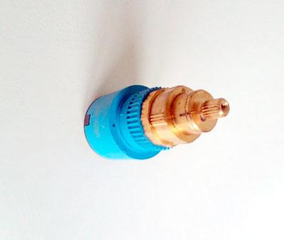 Cartucho termostático y corte agua.